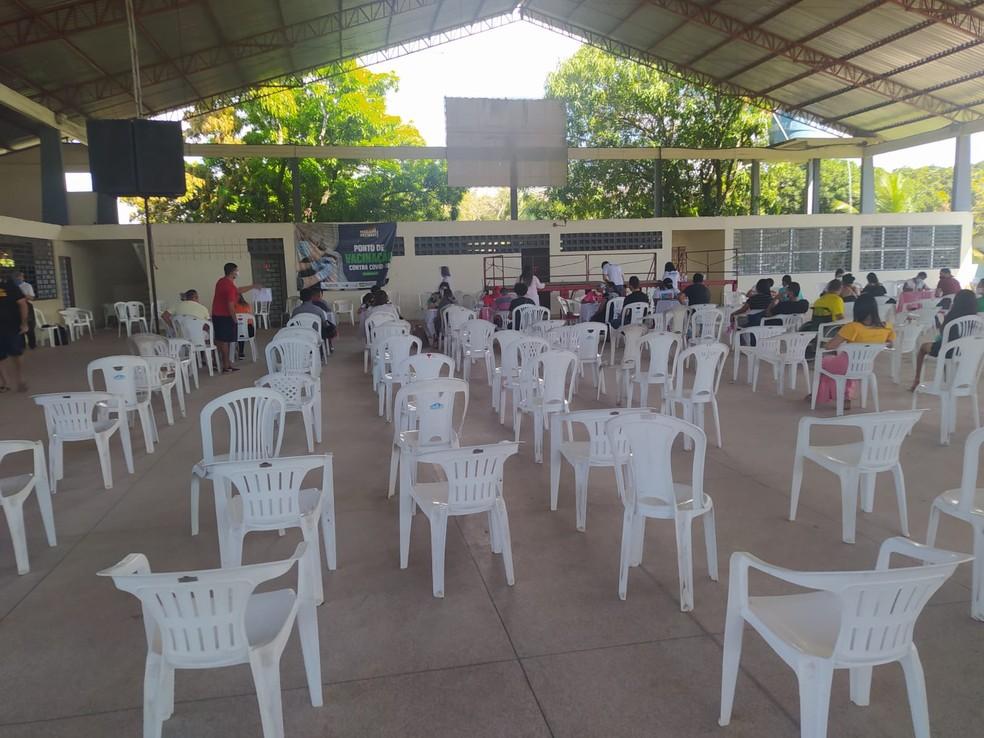 Na quadra da igreja Jesus de Nazaré havia pouco movimento na manhã desta terça-feira (20) — Foto: Núbia Pacheco/G1