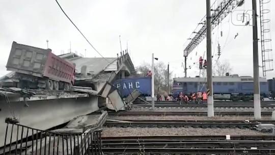 Ponte desmorona na ferrovia Trans-Siberiana e homem escapa por pouco
