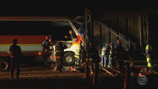 Três pessoas morrem em acidente com ônibus e treminhão na Castello Branco em Sorocaba