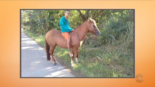 Após percorrer 70 km a cavalo, foragido é flagrado algemado em SC