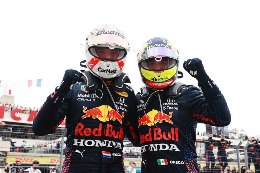Max Verstappen e Sergio Pérez comemoram resultado do GP da França, dupla terminou, respectivamente, em 1º e 3º — Foto: Mark Thompson/Getty Images
