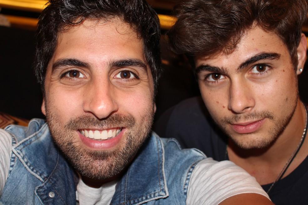 E rolou aquela selfie com Rafa Vitti! (Foto: TV Globo)