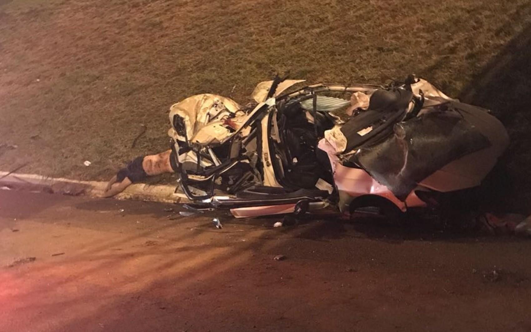 Três amigos morrem após carro capotar no viaduto do Alphaville Flamboyant, em Goiânia