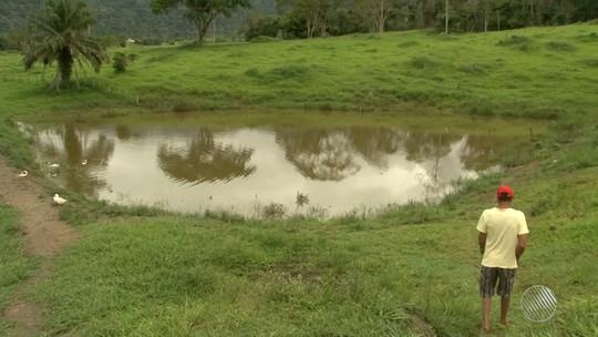 Corpos de gêmeos que morreram afogados em represa são enterrados