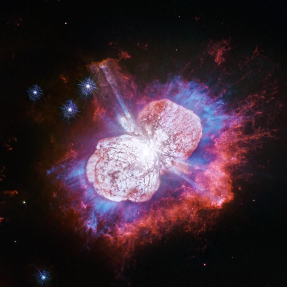 Imagem da estrela Eta Carinae capturada pelo telescópio Hubble, da Nasa. — Foto: NASA, ESA, N. Smith (Universidade do Arizona) e J. Morse (BoldlyGo Institute)