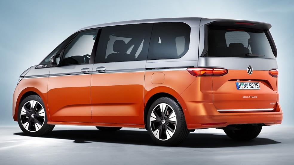 Sucessora da Volkswagen Kombi tem pintura saia-e-blusa, câmbio no painel e motor do Golf GTI 31