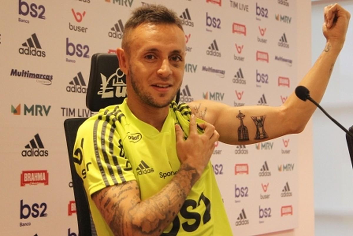 Rafinha Tatua Títulos Pelo Flamengo No Braço E Brinca Sobre