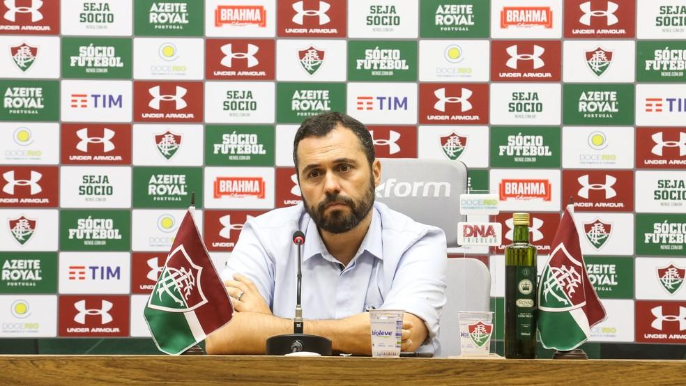 Mário Bittencourt em apresentação de Hudson no Fluminense — Foto: LUCAS MERÇON/ FLUMINENSE FC