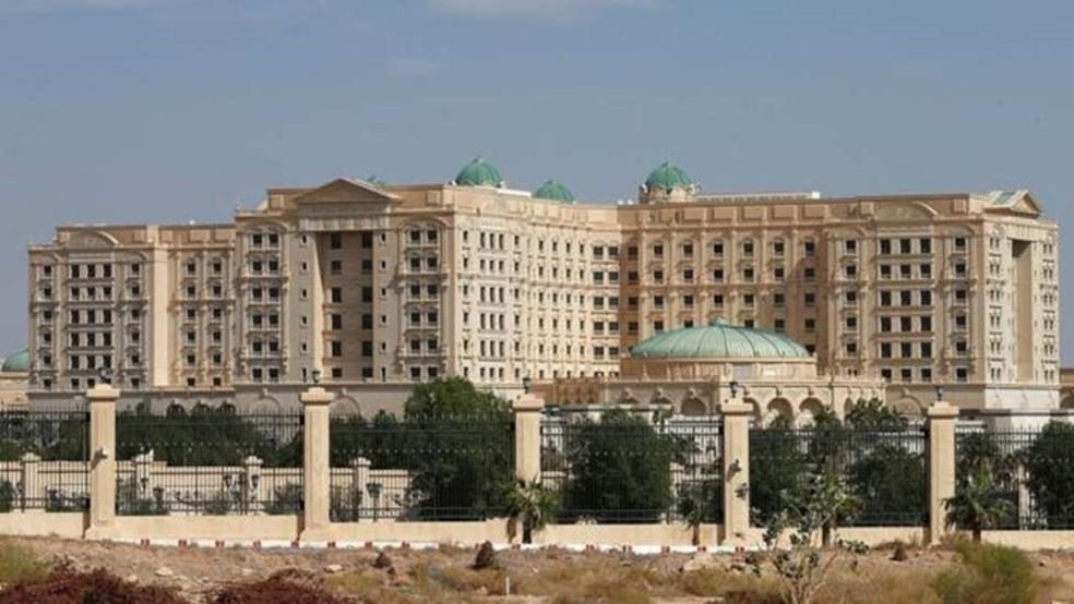 O hotel Ritz-Carlton em Riad, Arábia Saudita, abriu suas portas há seis anos e desde então recebe figuras de poder  (Foto: Reuters)