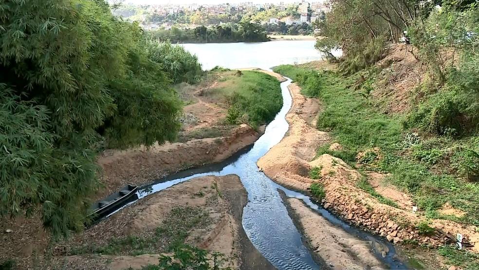 Encontro do Rio Santa Maria com o Rio Doce antes da chuva (Foto: Reprodução/ TV Gazeta)