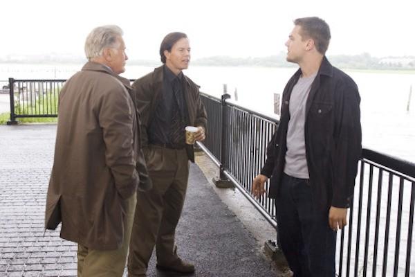 Leonardo DiCaprio, Martin Sheen e Mark Wahlberg em cena de Os Infiltrados (2006) (Foto: Reprodução)