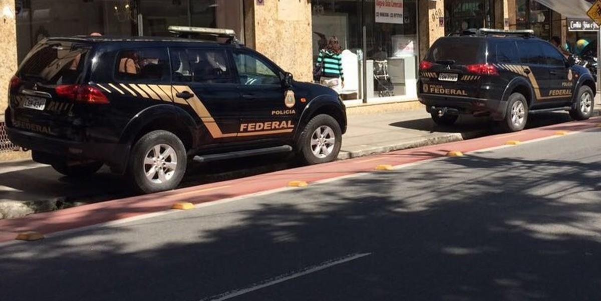PF realiza operação contra fraude em cartões de vale-refeição e transporte em Macaé, no RJ
