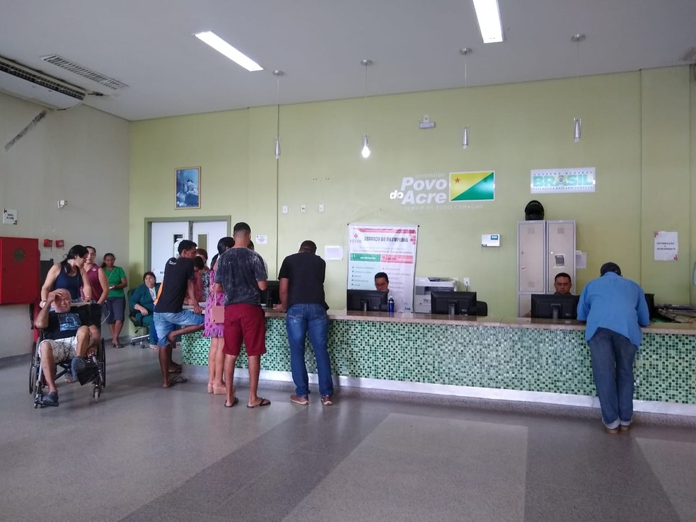 Direção do hospital afirma que mudou apenas o fluxo de entrada dos pacientes que chegam por meios próprios e que chegam pelo Samu — Foto: Quésia Melo/G1