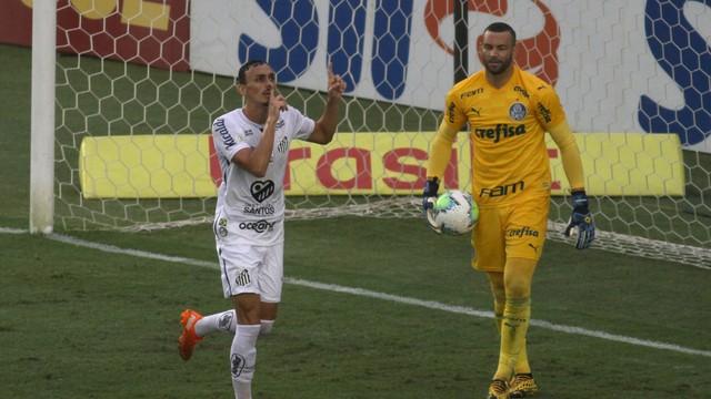 Diego Pituca comemora gol do Santos