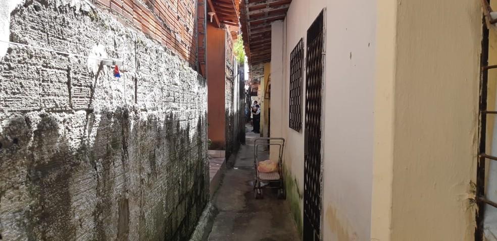 Um jovem de 21 anos foi preso suspeito de matar a namorada de 72 anos por ciúmes no Bairro Itaoca, em Fortaleza — Foto: Leabém Monteiro/SVM