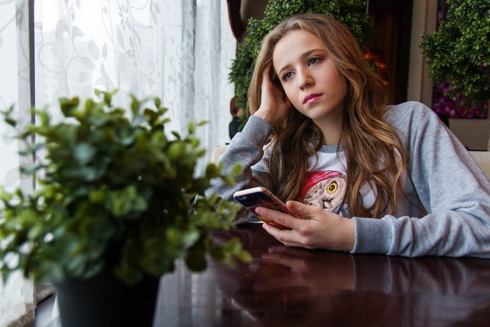 O mundo virtual não pode ser a única fonte de prazer dos adolescentes — Foto: Pixabay