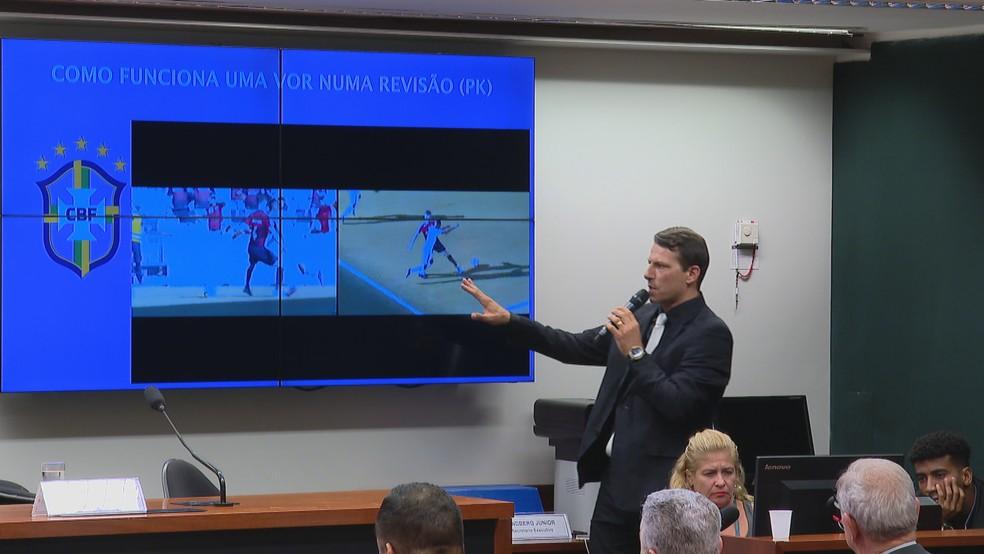 Leonardo Gaciba palestrou na Câmara sobre o VAR — Foto: Reprodução/TV Globo