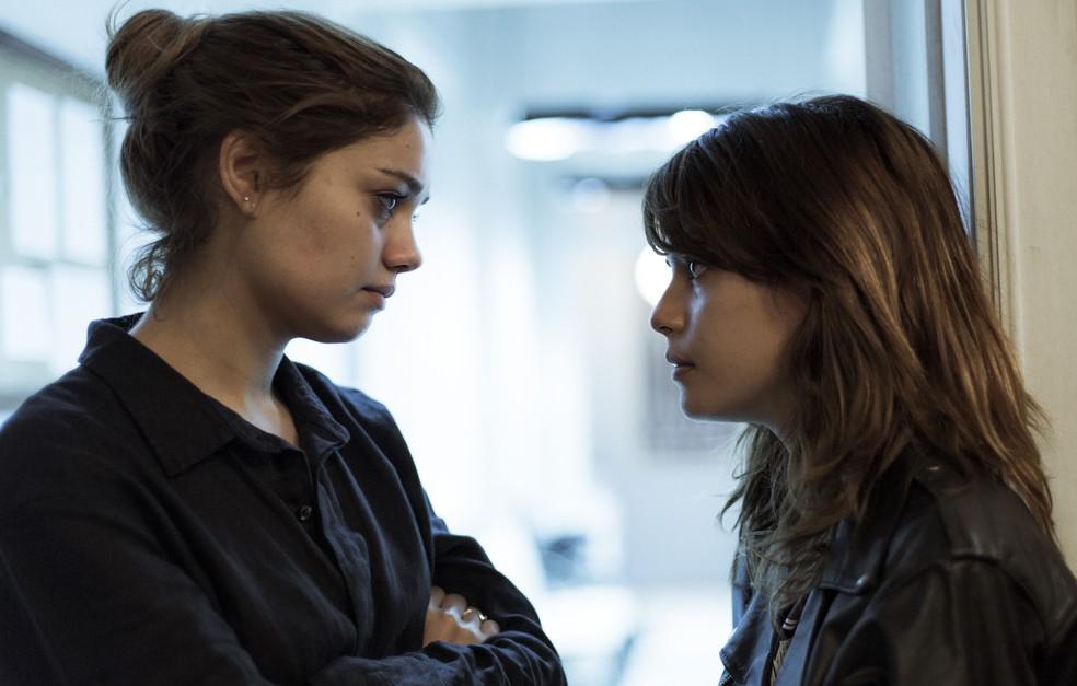 Alice conta para Nanda que se condena pelo que aconteceu com Lucas (Foto: Raphael Dias/Gshow)