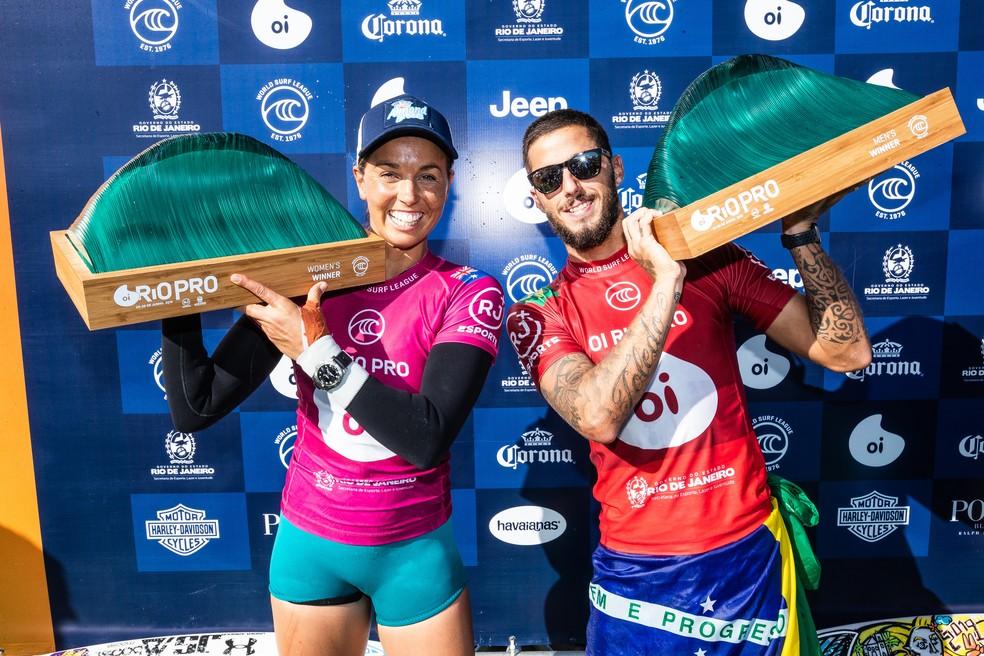 Sally Fitzgibbons e Filipe Toledo: campeões em Saquarema 2019 — Foto: WSL