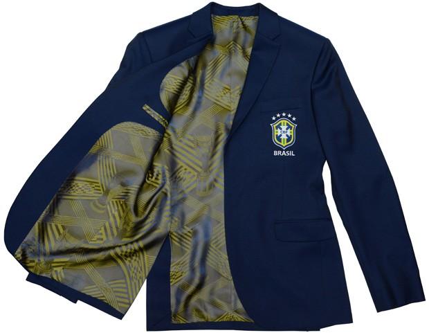 O forro do blazer homenageia as conquistas da seleção brasileira em mundiais (Foto: Divulgação)