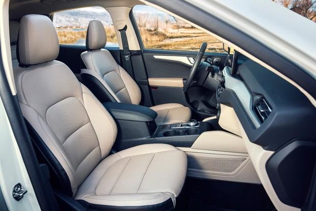 Espaço interno do Escape equivale ao de SUVs grandes (Foto: Divulgação)
