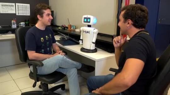 O Melhor do Brasil é o Brasileiro: robô Timbot conta piada