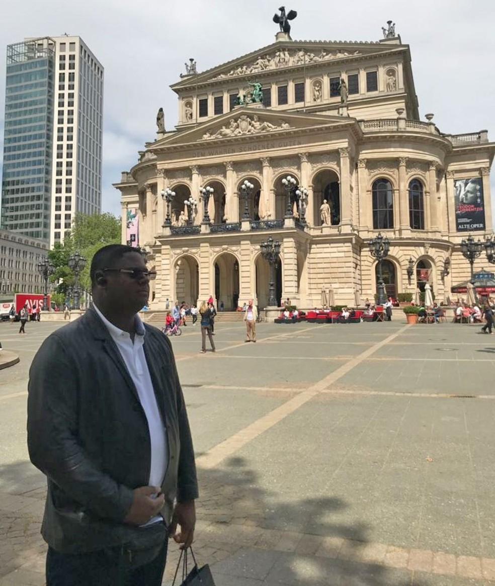 Glaidson em viagem a Frankfurt, na Alemanha — Foto: Reprodução
