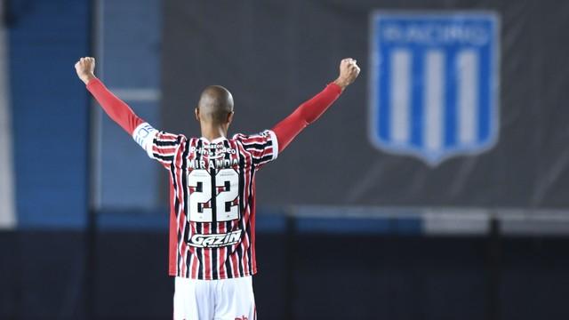 Miranda comemora gol do São Paulo contra o Racing