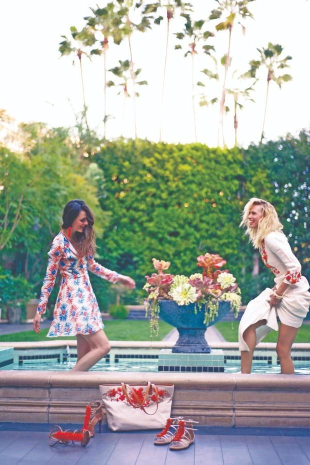 Looks e acessórios da coleção Rodeo Drive de Tory Burch, no jardim do Hotel Four Seasons Beverly Hills (Foto: Mic Becker / Arquivo Vogue)