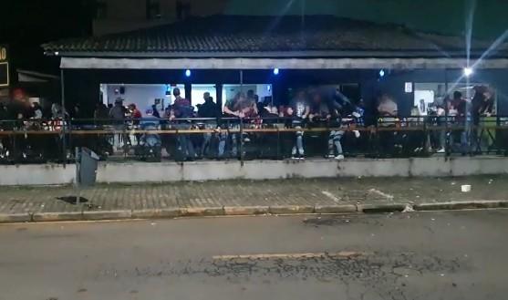 Aglomeração acaba com funcionário baleado e dois feridos após briga generalizada em bar de Guarapuava, diz PM