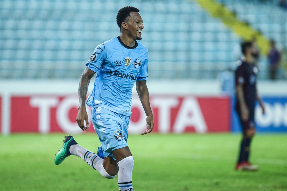 Jailson deve assinar por quatro anos com o Santos (Foto: Lucas Uebel / Grêmio, DVG)