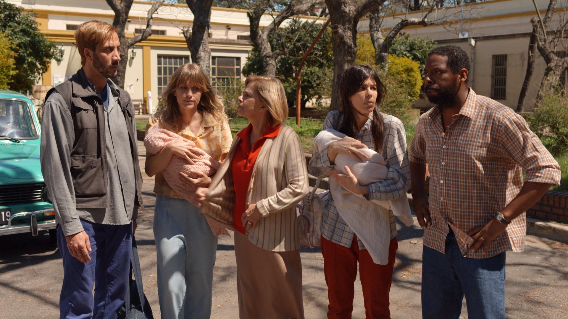 Andre Ramiro e o elenco de As Ineses em cena (Foto: Divulgação)