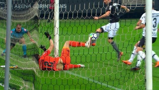 Pede música? Confira as belíssimas defesas de Cássio contra o Botafogo