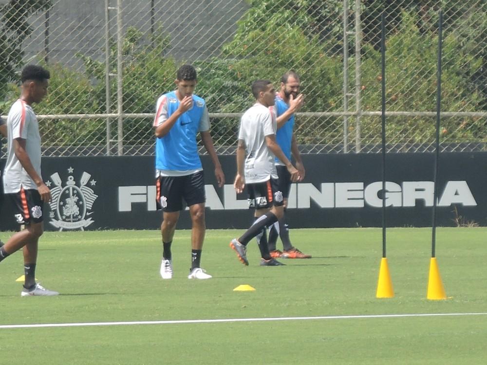 Gol em Cássio é cartão de visita de Matheus em treino no Corinthians