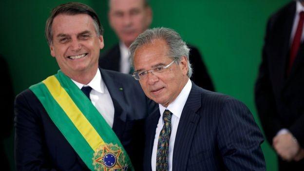 Presidente Jair Bolsonaro ao lado do ministro da Economia, Paulo Guedes (Foto: imagemREUTERS/UESLEI MARCELINO)