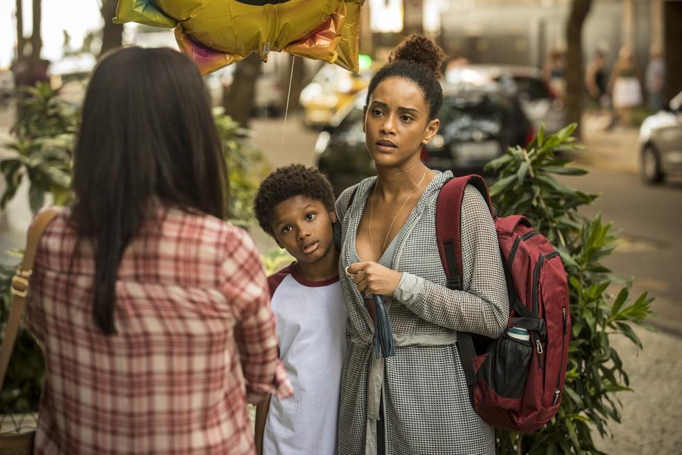 """Cena de """"Amor de mãe"""" com Thelma (Adriana Esteves) e Vitória (Taís Araujo) — Foto: Globo/ João Cotta"""