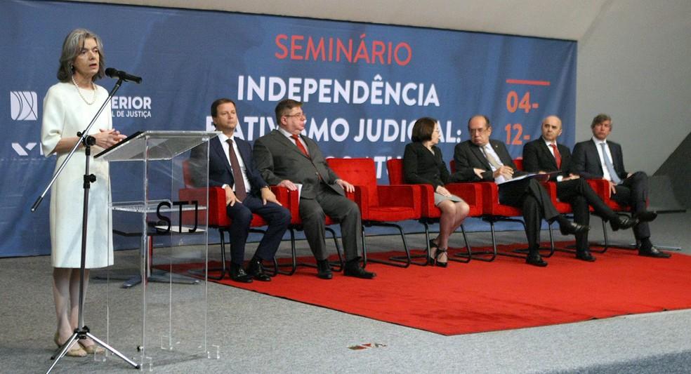 A presidente do STF, ministra Cármen Lúcia, abre seminário