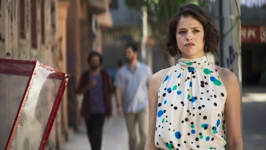 Josiane vira boleira em 'A Dona do Pedaço' e internet comemora; reveja a cena