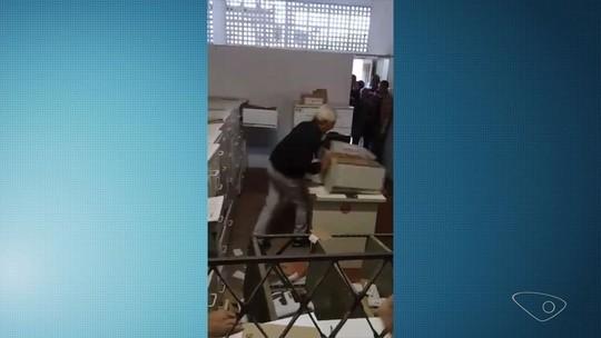 Médico que 'surtou' em unidade de saúde do ES volta ao local mesmo suspenso