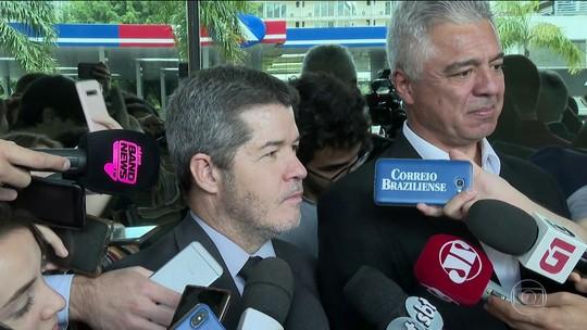 Líder do PSL na Câmara diz que presidente Bolsonaro tentou comprar deputados com cargos