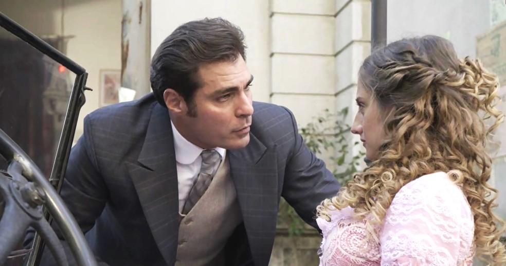 Darcy repreende Lídia e pede para que ela se conforme: vai voltar para o Vale do Café! (Foto: TV Globo)
