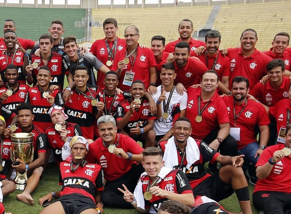 Sob o comando de Noval, base do Flamengo conquistou três Copas São Paulo (Foto: Staff Images/Flamengo)
