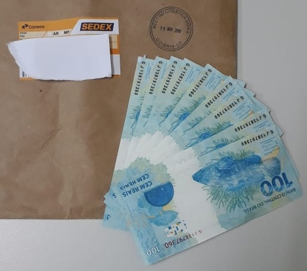 Ambulante é preso ao receber pelos Correios mil reais em cédulas falsas no Ceará