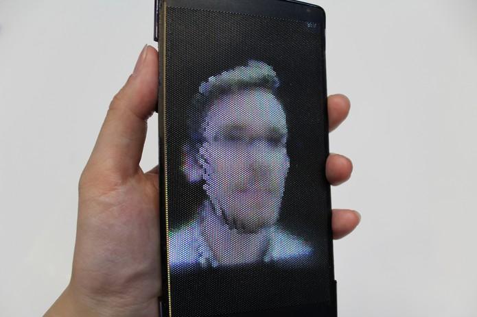 Tela do HoloFlex mostra imagens em hologramas 3D (Foto: Divulgação/QueensUniversity)