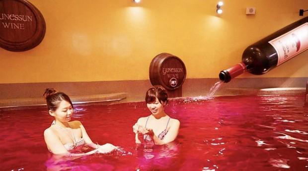 Banho de vinho no spa (Foto: Divulgação)