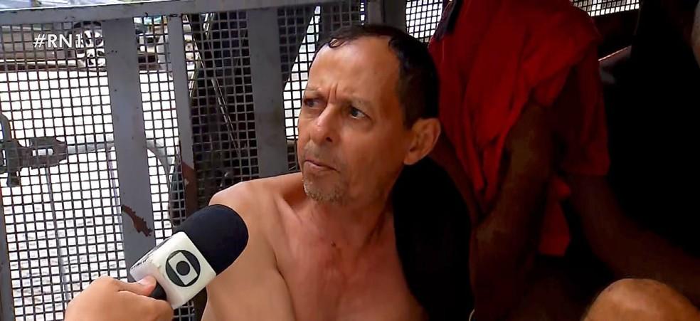 O oficial de Justiça Josias Teixeira de Morais, de 62 anos, falou com a Inter TV Cabugi quando saía da delegacia para a audiência de custódia — Foto: Reprodução/Inter TV Cabugi