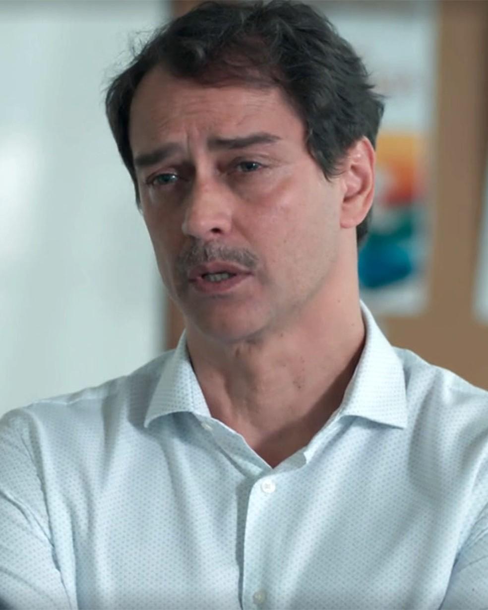 Edgar (Marcello Antony) não quer mais demitir Bóris (Mouhamed Harfouch) em 'Malhação - Viva a Diferença' — Foto: Globo