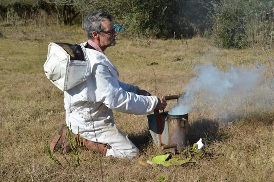 Salvador Gonçalves cria abelhas há 34 anos e é presidente da Apicruz  (Foto: Acervo pessoal)