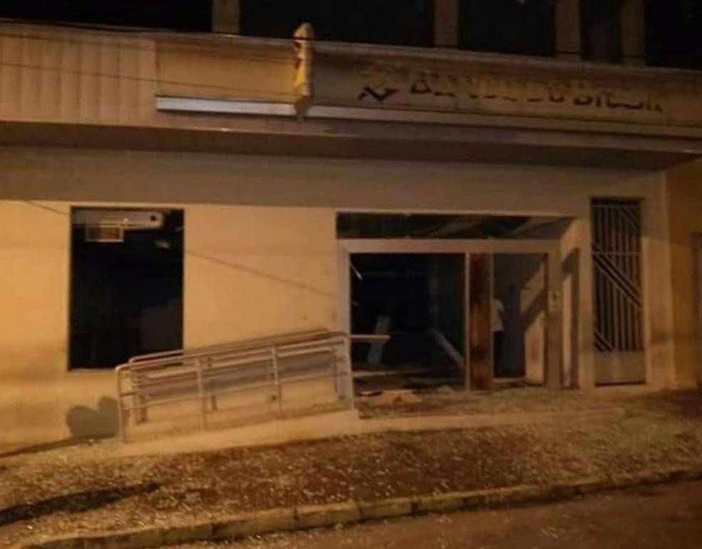 Criminosos explodiram agência em Cumaru (Foto: Reprodução/WhatsApp)