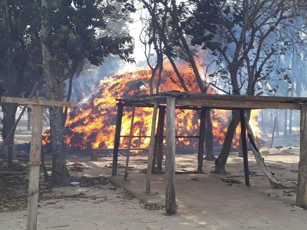 Fogo atingiu duas casas em olaria (Foto: Arquivo pessoal)